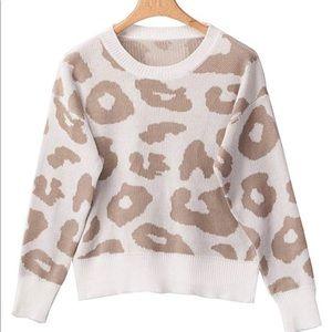 Sweaters - Leopard loose crew neck